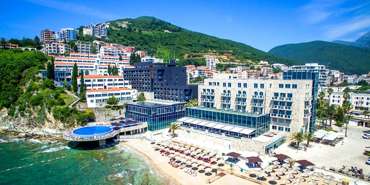 Территория отеля Avala Resort & Villas 4* (Будва)