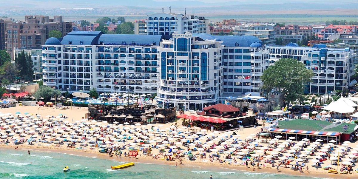 Пляж отеля Chaika Beach Resort 3*